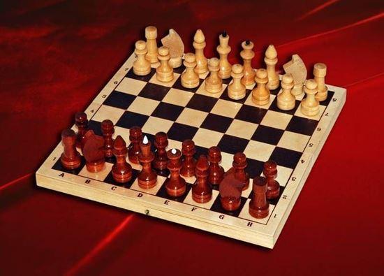 Изображение Шахматы деревянные лакированные